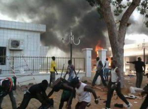 Scène de pillage à Ouagadougou 30 octobre 2014 Image: facebook Virgile Ahissou