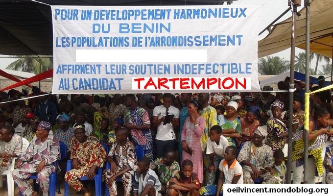 Meeting de soutien à un candidat dans un arrondissement près de Cotonou. (Image modififée)