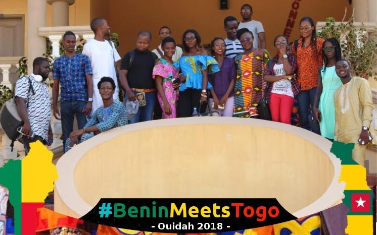 Photo de famille des participants au #BeninMeetsTogo le 5 ami 2018 à Ouidah (Bénin). Photo : Aphatal Cissé